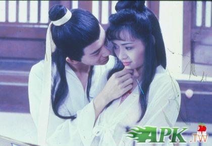 吴启华(左)曾与叶子楣合演《玉蒲团之偷情宝鉴》