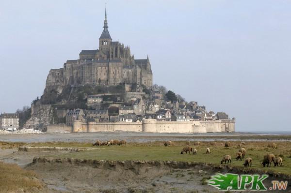 法國世紀大潮來襲  古堡如「海中孤城」