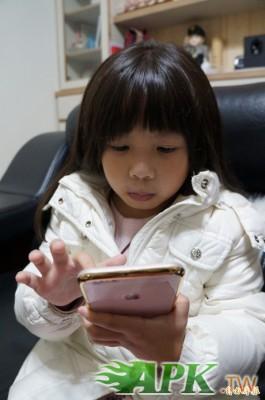 隨著網際網路不斷進步,許多年輕人都成了重度智慧型手機使用者