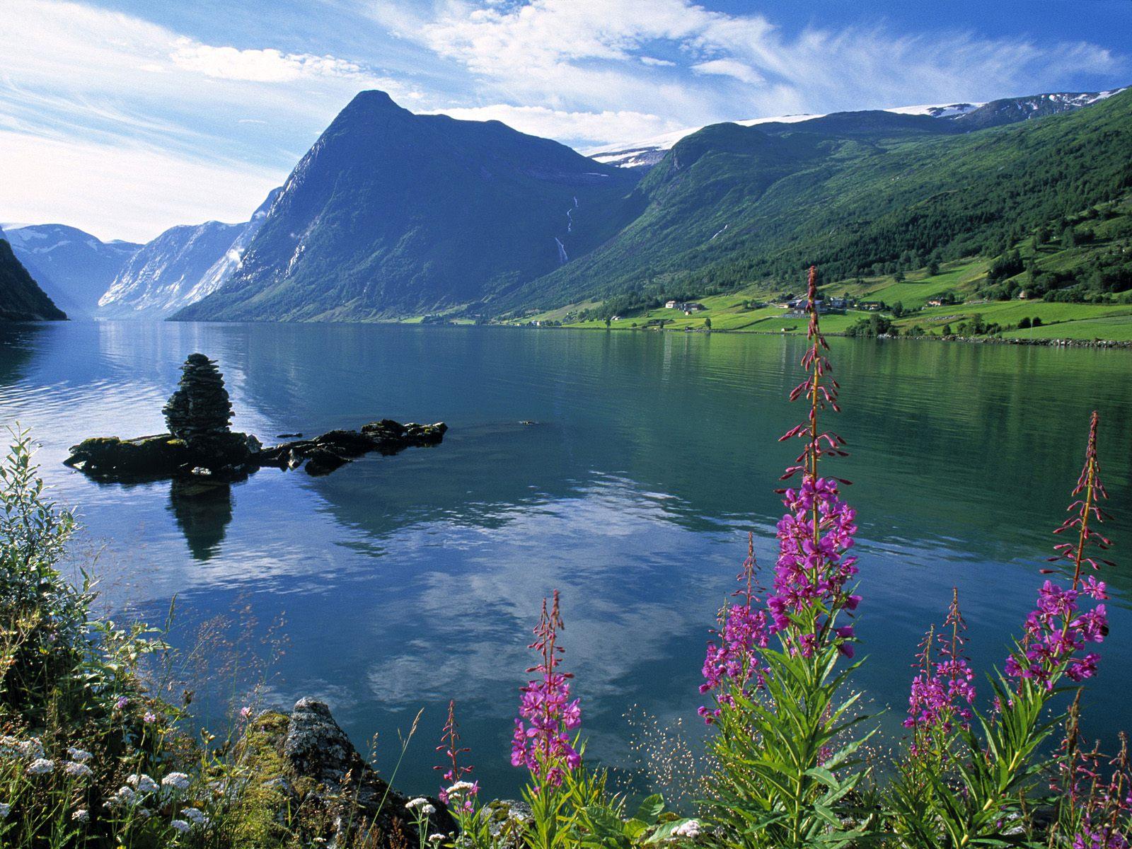 Jolstravatnet Fjord Jolster Area Norway.jpg